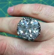买了枚玻璃戒指 竟是一枚值650万元的真钻戒