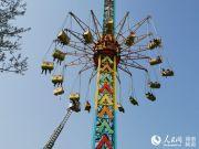 长沙烈士公园一游乐设施发生故障 多名游客被困超10米半空