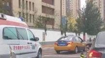 """""""就不挪车!""""北京一出租车医院门口堵救护车,救护车上还载着危重病人!"""