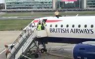 示威者瘫痪英国机场!英媒:港...港风?