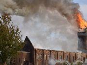 巴黎圣母院悲剧重演!荷兰百年教堂失火,塔尖倒塌