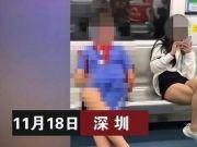 小小年纪不学好!小学生地铁上边看女孩腿边做不雅动作?无视旁人