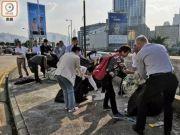 香港大妈痛骂暴徒:在国外,你们早就被打死了