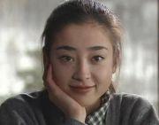 """15岁被母亲逼陪导演睡觉,17岁骗拍祼照,她和王祖贤被称""""双珠"""""""