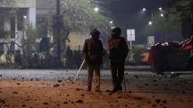 骚乱升级,印度警方攻入国立伊斯兰大学