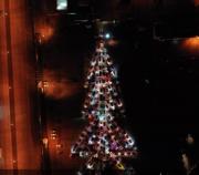 """俄罗斯快闪:200辆汽车组成""""闪耀""""圣诞树"""