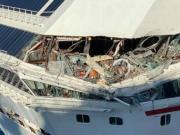两艘美国邮轮相撞 像大浪冲进船里 发出巨响碎片飞溅