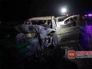 小客车撞护栏起火被烧毁2死7伤 一名女婴不幸遇难