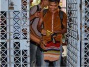 因疫情获假释,印尼囚犯伴随音乐大摇大摆跳舞出监狱