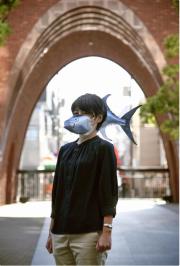 """日本""""金枪鱼口罩""""引热议 网友:写实得让人想保持距离"""