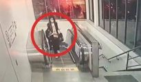 女孩地铁遭男子猥亵 身上留下不明液体
