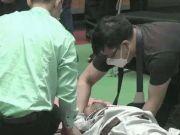 太极大师4秒被搏击教练打倒在地,晕厥休克