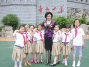 崔建梅代表建议为中小学幼儿园配备专职保安