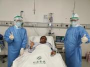 """""""黑脸医生""""胡卫锋去世 同事:昨天看他时已呼吸困难"""