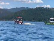 两架飞机在美国上空相撞后坠湖 据信没有生还者