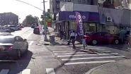 现场:美国黑人男子和女儿牵手逛街时被杀 凶手躲车里连开数枪
