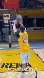 26岁独腿小伙打篮球投三分超准 曾获全国比赛冠军