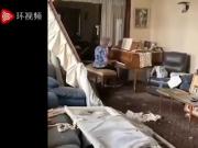 黎巴嫩奶奶在破损房间中弹钢琴,忧伤的琴声表达了对亲者离别之情