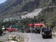 印军花费巨资为边境增派的3万士兵配备冬装