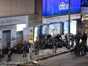泪目!儿子涉暴被捕,香港妈妈深夜发了条朋友圈