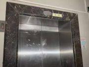 电梯失灵女子抱娃从27楼直坠负1楼 厂商:正常现象