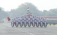 印度举行建军节阅兵式 新一波摩托车特技画面来了