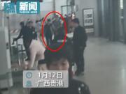 男子赶火车把孩子当行李放进安检仪 网友:亲生的?