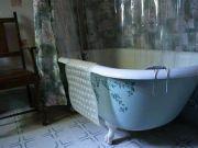澳变态绑匪得知少女皮肤发炎,竟逼其在充满化学溶液的浴缸中沐浴
