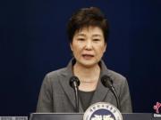 韩国群众游行支持朴槿惠 一车辆闯入队伍致7人受伤