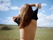 裸体环游世界 她像风一样自由