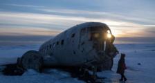 """冰岛警方:两名中国游客在""""飞机残骸""""附近因体温过低身亡"""