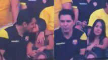 """男球迷与""""小三""""接吻 发现被直播表情瞬间尴尬"""