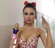 日本真人芭比娃娃 画风美得有点诡异