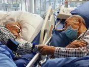 成都耄耋老人ICU内最后一次牵手凝视 众人泪奔