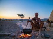 """非洲一""""神奇""""部落,女性终身不穿衣,大多数男性活不到成年"""