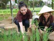 18岁越南姑娘肤白貌美,却不敢交男朋友,直言:怕男友嫌弃家境