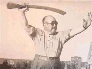 他逃亡美国时,用飞机拉走7.5吨黄金,晚年常望着祖国喃喃自语