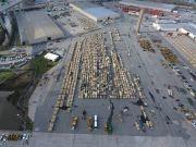 美国装甲大军开赴欧洲军演 战车在码头集结密密麻麻