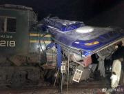 巴基斯坦一客运列车与巴士相撞,已致30人死亡