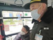 什么操作?公交上女子故意摘口罩吓跑一车人