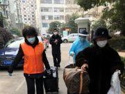 """""""回到上海我就放心了""""居民途经意大利回到小区,十多人守候"""