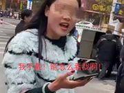 不戴口罩被劝阻,女子怒斥防疫工作大妈:看不见我抹口红了吗?