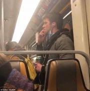 男子在地铁上舔手然后擦在扶手上,迫使地铁停运消毒