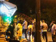 印度将全国封锁21天 民众连夜排队购买物资