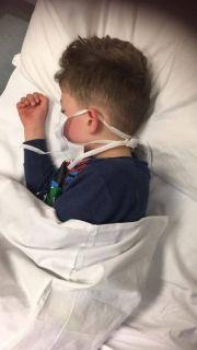 英国5岁男孩感染新冠病毒后头痛欲裂,高烧中问妈妈:我要死了吗