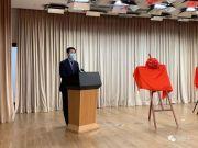 面对台下的中外嘉宾 上海这位副市长带头摘下口罩
