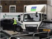 英国首相囤数卡车物资 事情放在自己身上倒是一点都不傻
