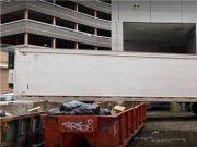 纽约停尸房告急,联邦政府调派85辆冷藏车(图)