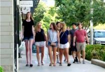 美国17岁少女腿长135公分 打破吉尼斯第一长腿纪录