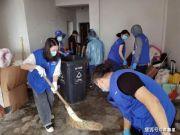 """杭州""""江景蟑螂房"""",30人清理!10多个垃圾桶全堆满"""